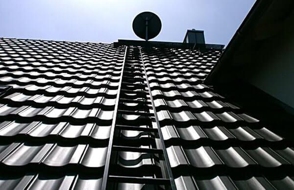 фото крыши дома с керамической черепицей Braas Топаз V